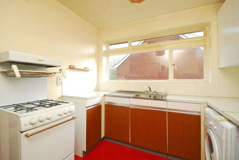 2 Bedrooms Maisonette Flat for sale in Westfield Park, Hatch End, HA5