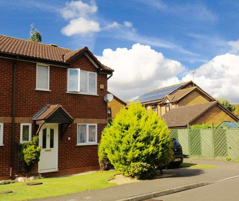 3 Bedrooms Semi Detached House for sale in Clover Drive, Rushden