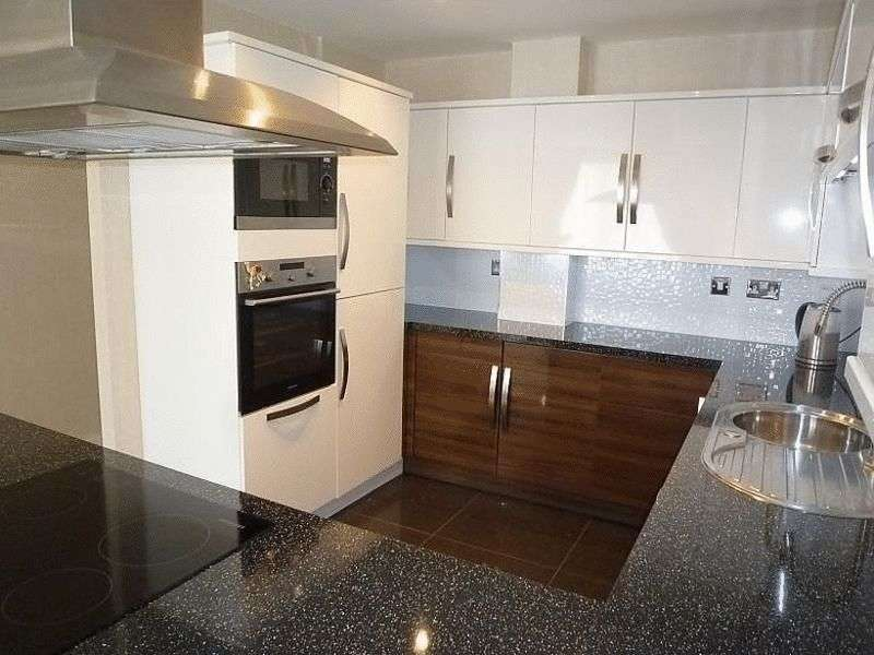 2 Bedrooms Flat for sale in Channel Way, Southampton