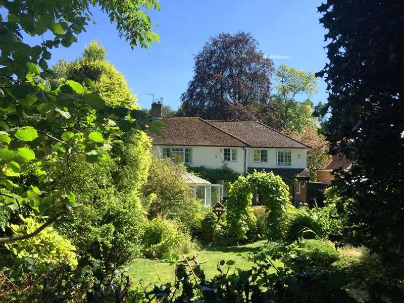 5 Bedrooms Semi Detached House for sale in Nags Head Lane, Great Missenden