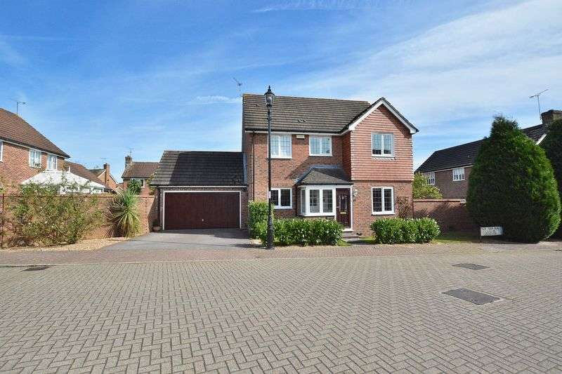 4 Bedrooms Detached House for sale in Park Farm Road, Horsham