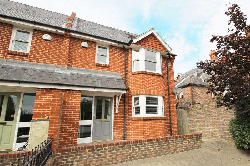 3 Bedrooms Semi Detached House for sale in Harcourt Road, Uckfield