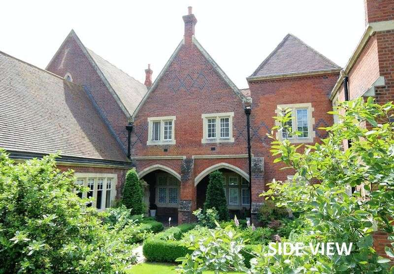 3 Bedrooms Flat for sale in Myers Court, The Galleries, Brentwood