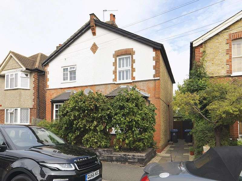 2 Bedrooms Semi Detached House for sale in Pyne Road, Surbiton, KT6