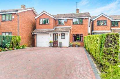 4 Bedrooms Detached House for sale in Highmoor Close, Willenhall, West Midlands