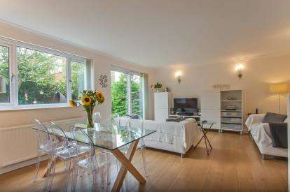 3 Bedrooms Detached House for sale in Sandringham Park, Downend, Bristol, Gloucestershire