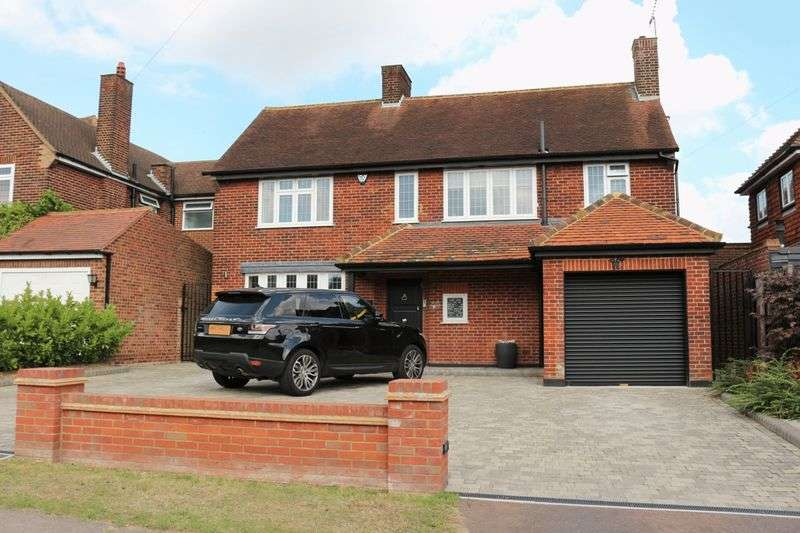 4 Bedrooms Detached House for sale in 4 bedroom detached house for sale, Lee Grove, Chigwell, Essex, IG7