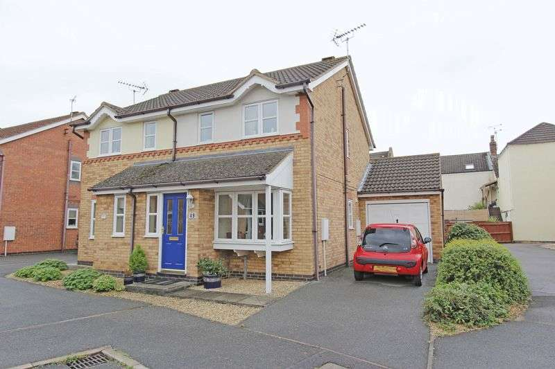 2 Bedrooms Semi Detached House for sale in Wakes Close, Bourne
