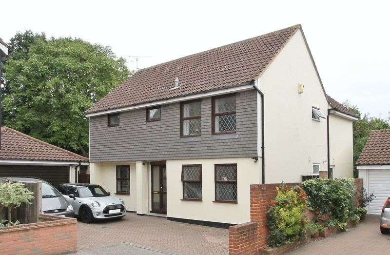 5 Bedrooms Detached House for sale in Cherrydown, Rayleigh
