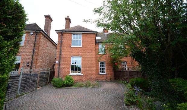 3 Bedrooms Semi Detached House for sale in Woodlands Road, Camberley, Surrey