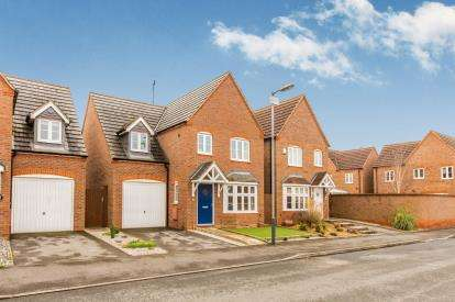 4 Bedrooms Detached House for sale in Swan Meadow, Warwick, Warwickshire