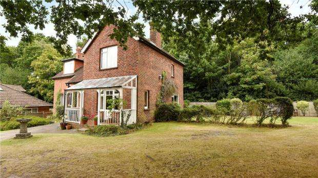 3 Bedrooms Detached House for sale in Bracknell Road, Crowthorne, Berkshire
