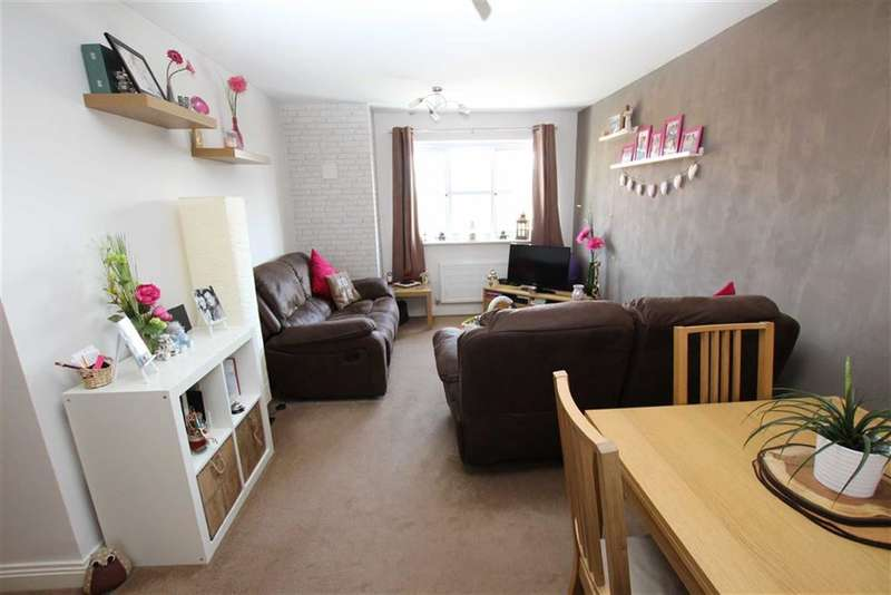 2 Bedrooms Property for sale in Turnpike Close, Shawclough, Rochdale