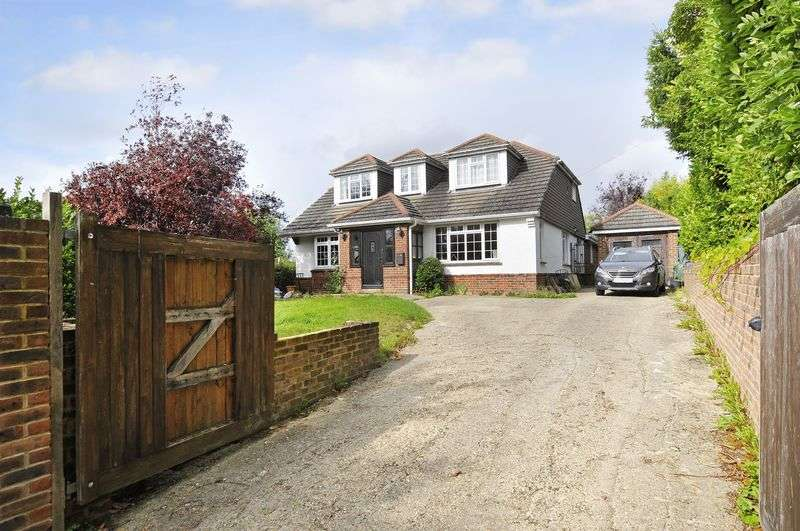 4 Bedrooms Detached House for sale in Stable Lane, Findon Village