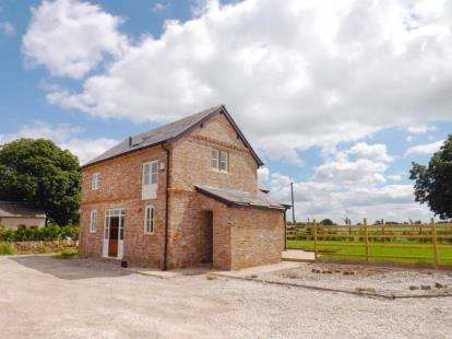 2 Bedrooms Barn Conversion Character Property for sale in Cornish Hall Barns, Holt, Wrexham, LL13