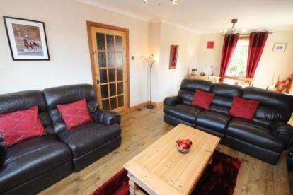 2 Bedrooms Maisonette Flat for sale in Back Dykes, Auchtermuchty