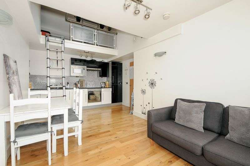 1 Bedroom Flat for sale in Bridge Street, BD1 1AG