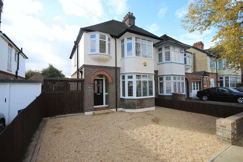 3 Bedrooms Semi Detached House for sale in Fountains Road, Luton
