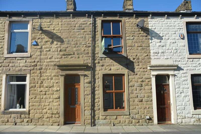 2 Bedrooms Terraced House for sale in Victor Street, Clayton Le Moors