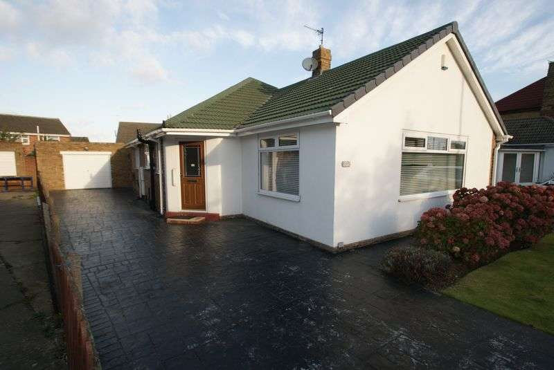 2 Bedrooms Detached Bungalow for sale in A Well Proportioned Detached Bungalow With Bags Of Potential!!