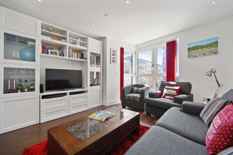 2 Bedrooms Flat for sale in Queensland Road, London, London, N7