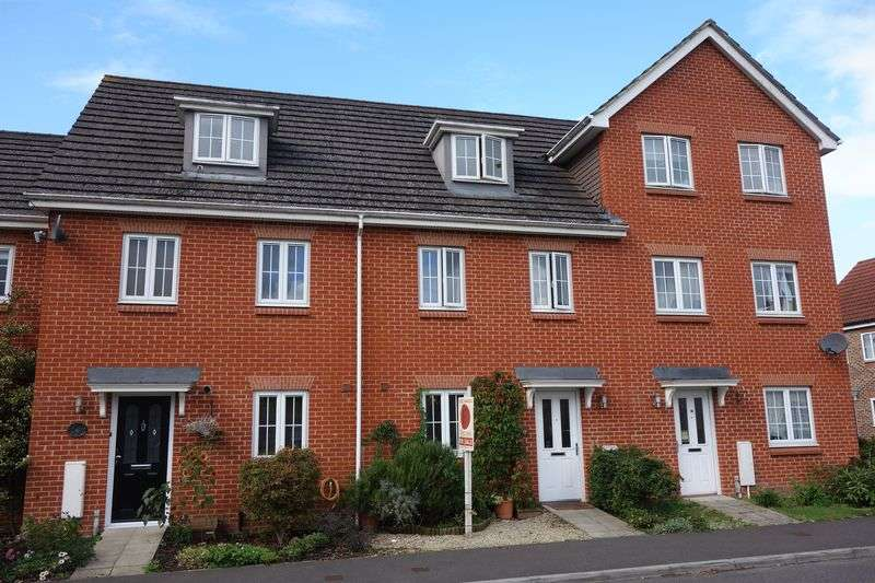 3 Bedrooms Terraced House for sale in Vixen Drive, Aldershot