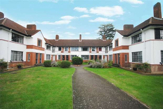 2 Bedrooms Maisonette Flat for sale in Berkley Court, London Road, Twickenham