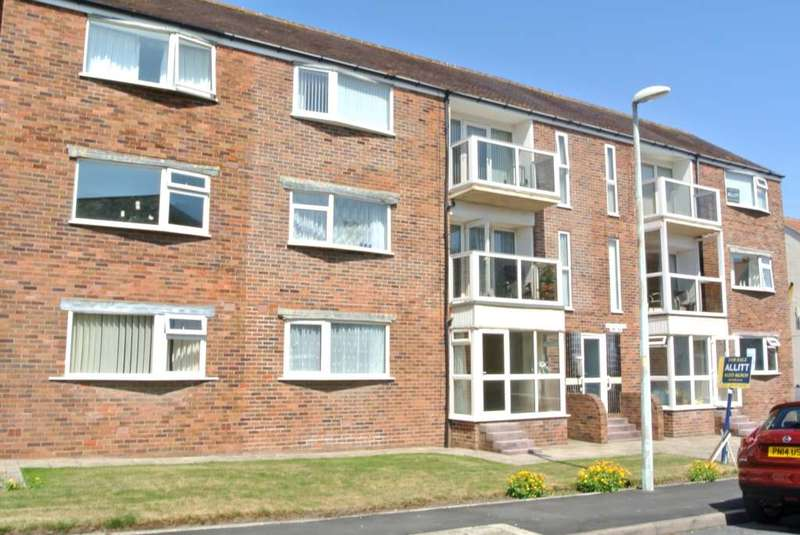 2 Bedrooms Flat for sale in Haddon Court, Queens Promenade, FY2 9BB