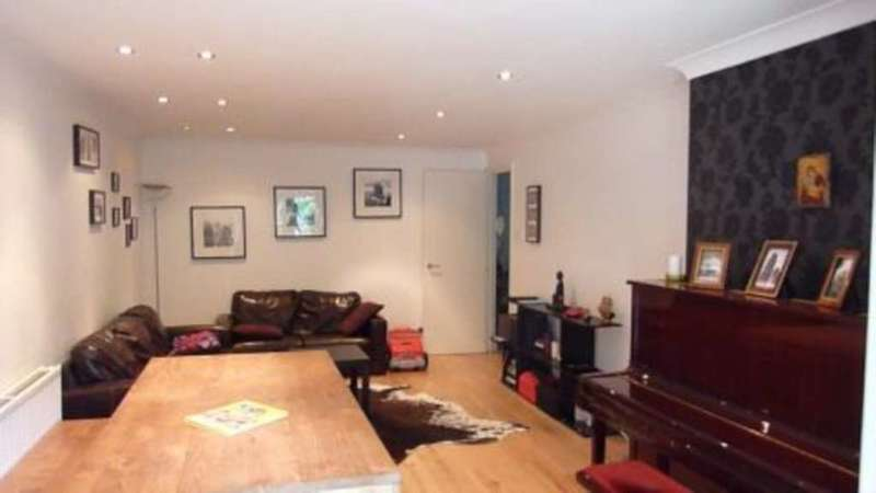 2 Bedrooms Apartment Flat for sale in Brompton Park Crescent, Fulham