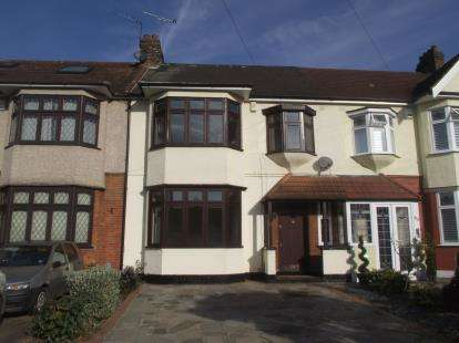3 Bedrooms Terraced House for sale in Gidea Park, Romford, Essex