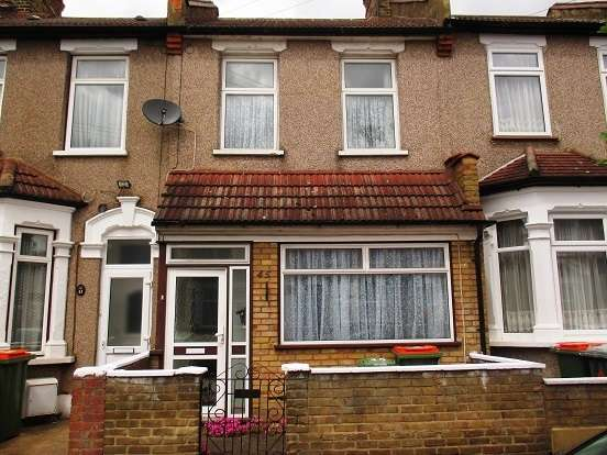 3 Bedrooms Terraced House for sale in Clacton Road, East Ham