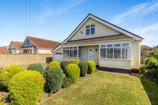4 Bedrooms Bungalow for sale in Sefton Avenue, Aldwick, Bognor Regis, West Sussex