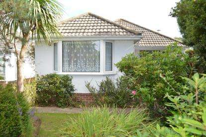 2 Bedrooms Bungalow for sale in Bearwood, Bournemouth, Dorset