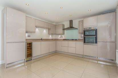 4 Bedrooms Detached House for sale in Hooe, Plymouth, Devon