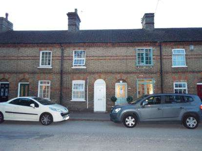 2 Bedrooms Terraced House for sale in The Green, Stotfold, Hitchin, Bedfordshire