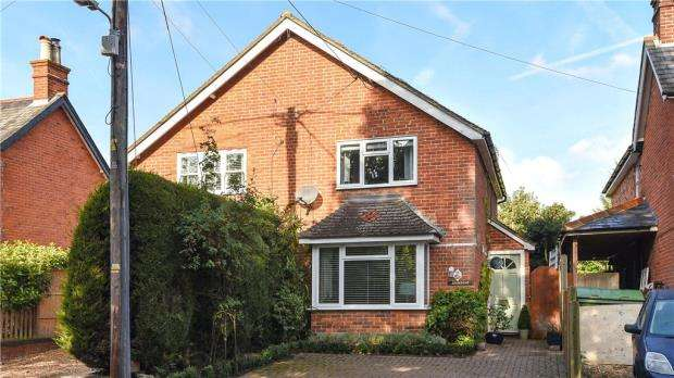 3 Bedrooms Semi Detached House for sale in Mill Lane, Yateley, Hampshire