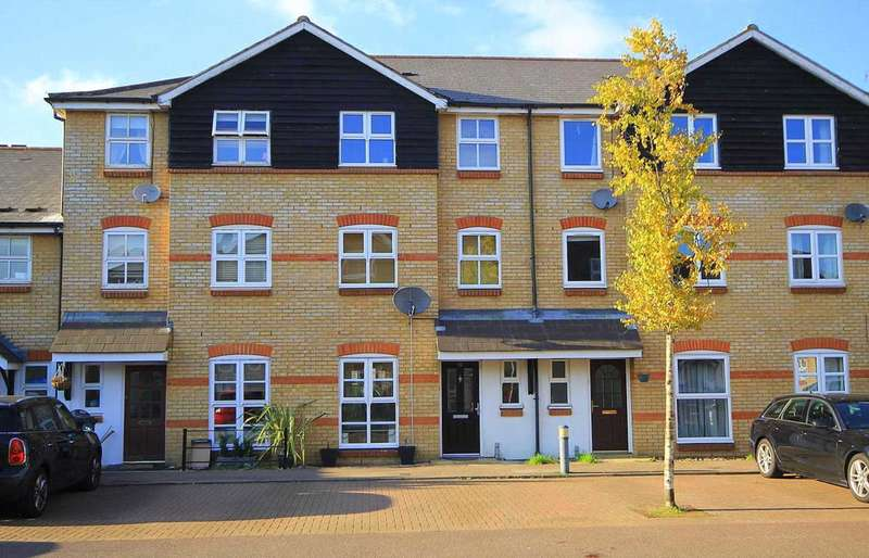 4 Bedrooms House for sale in IMMACULATE 4 BED TOWNHOUSE WITH GARAGE IN Crown Walk, Apsley Lock