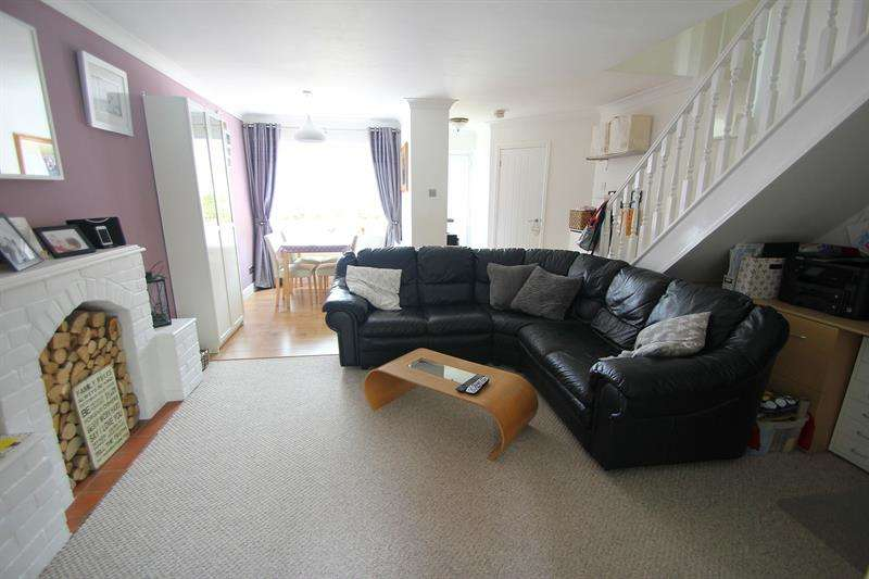 3 Bedrooms Terraced House for sale in Town Farm Place, Sixpenny Handley, Salisbury