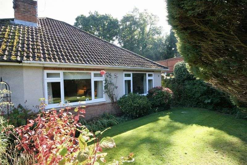 2 Bedrooms Semi Detached Bungalow for sale in Kiln Lane, Farnham