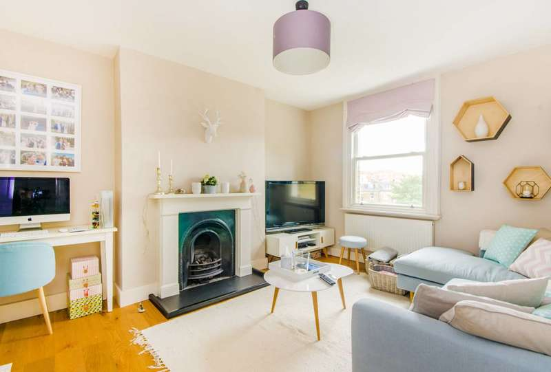 2 Bedrooms Maisonette Flat for sale in Cardozo Road, Islington, N7