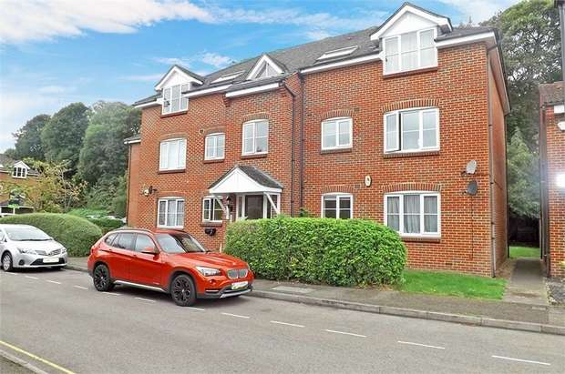 2 Bedrooms Flat for sale in Bankside Close, Isleworth, Greater London