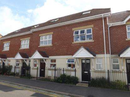 3 Bedrooms Terraced House for sale in Charminster, Bournemouth, Dorset