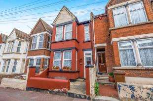3 Bedrooms Terraced House for sale in College Avenue, Gillingham, Kent, .