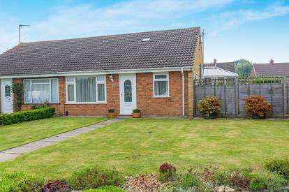 2 Bedrooms Bungalow for sale in Warren Close, Cheltenham, Gloucestershire