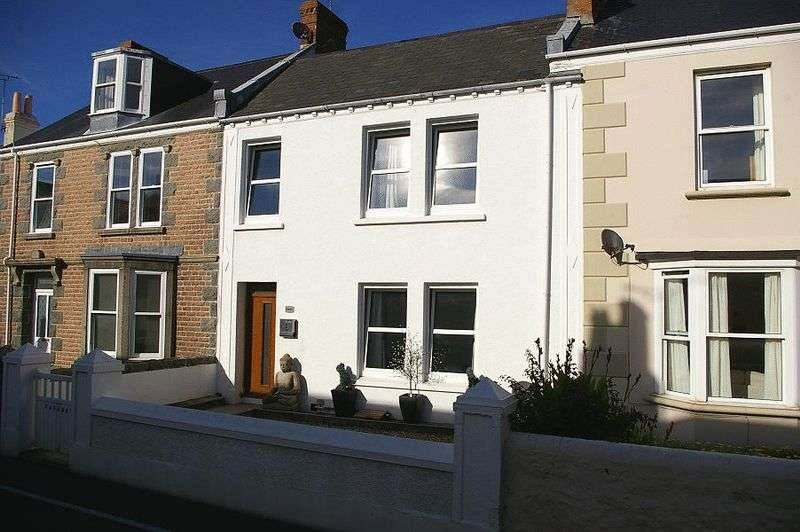 3 Bedrooms Terraced House for sale in St Sampsons