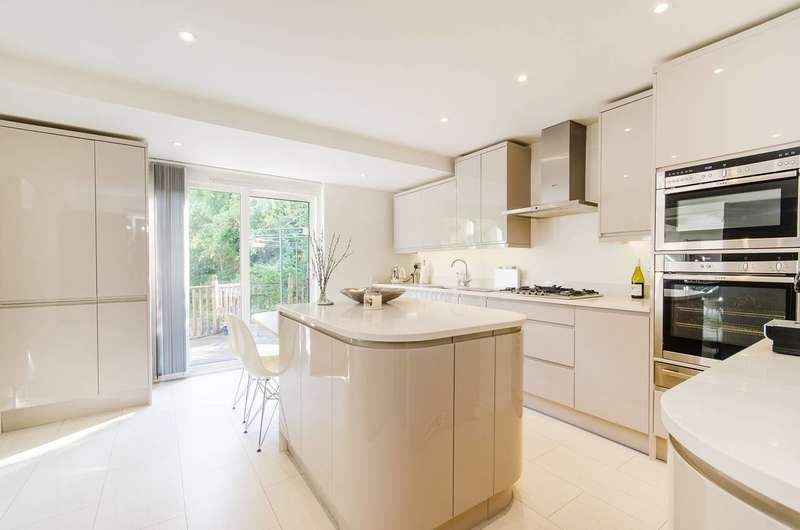 5 Bedrooms House for sale in Flambard Road, Harrow, HA1