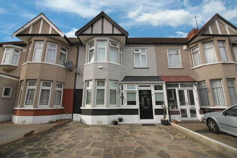 3 Bedrooms Terraced House for sale in Collinwood Gardens, Clayhall