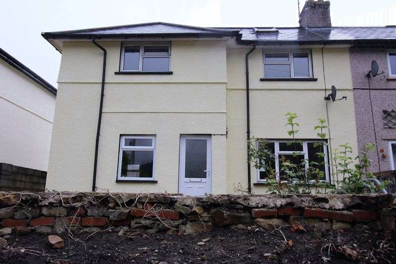 3 Bedrooms Semi Detached House for sale in Manor Road, Pontypool