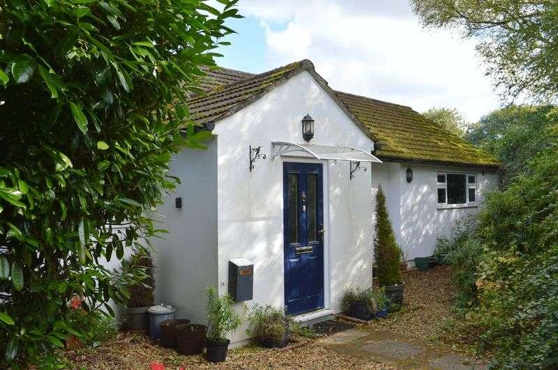 4 Bedrooms Detached Bungalow for sale in Kilmington Common, Kilmington