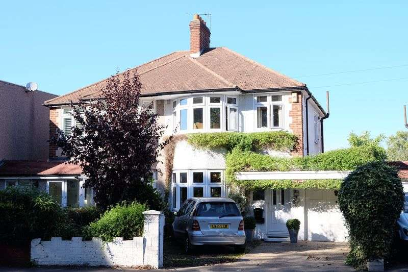 3 Bedrooms Semi Detached House for sale in Hurst Road, Bexley